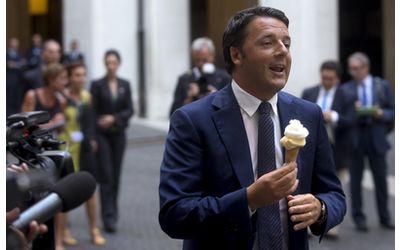 youfeed-renzi-a-palazzo-chigi-il-premier-mangia-il-gelato
