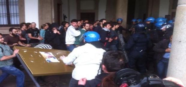 MILANO, GLI AUTONOMI OCCUPANO IL TRIBUNALE. Rinviato il processo sugli scontri all'ex Cuem