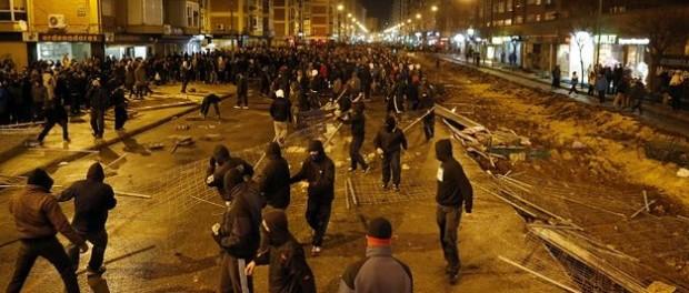 Tercera-noche-disturbios-Burgos-barrio-Gamonal_TINIMA20140113_0001_18