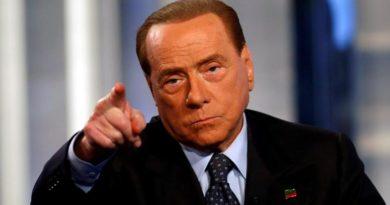 """Berlusconi all'attacco """"M5S prigionieri delle vecchie ideologie di sinistra""""."""