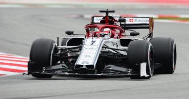 F1, test di Barcellona: Raikkonen rovina la 'festa' Ferrari.