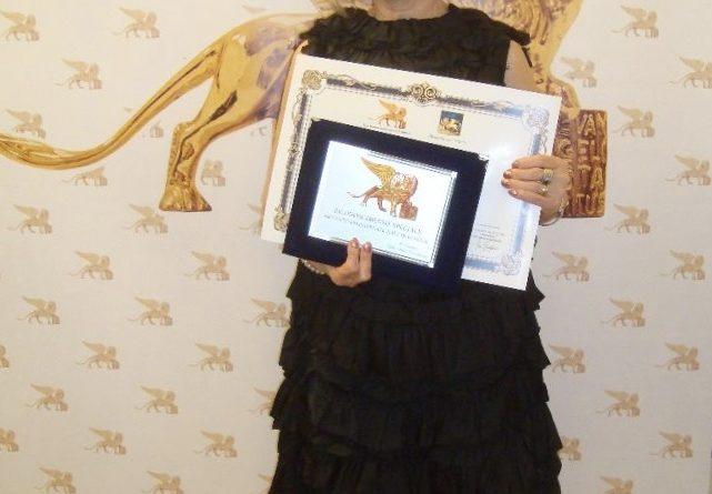 Premiata Caterina Guttadauro La Brasca, scrittrice siciliana alla manifestazione mondiale del Leone d'Oro