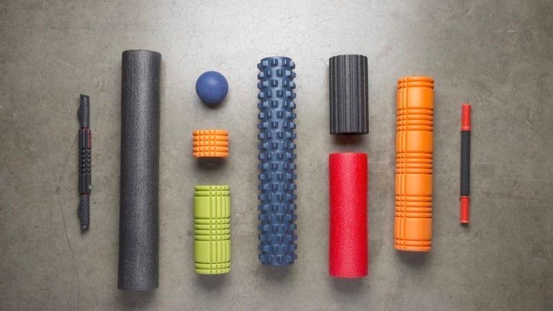 Foam rollers mostrati nelle loro diverse forme e particolarità